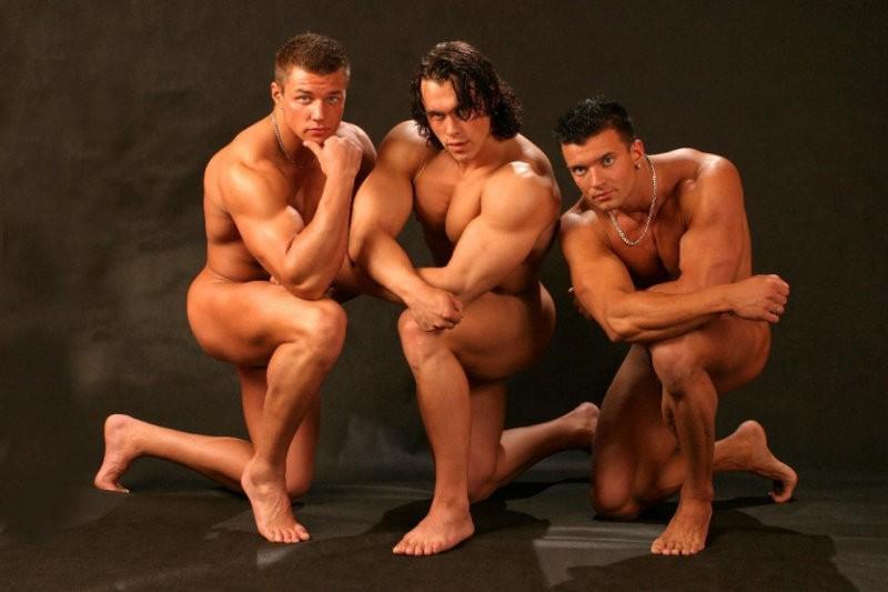 video-striptiz-golih-parney