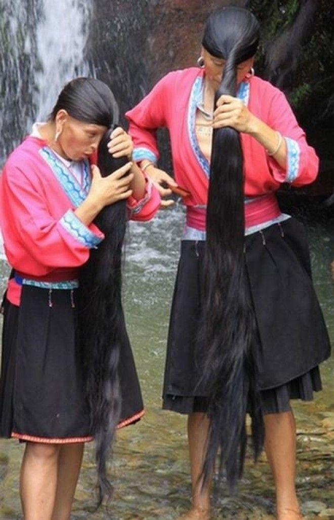 Девушки в купальниках в деревне фото