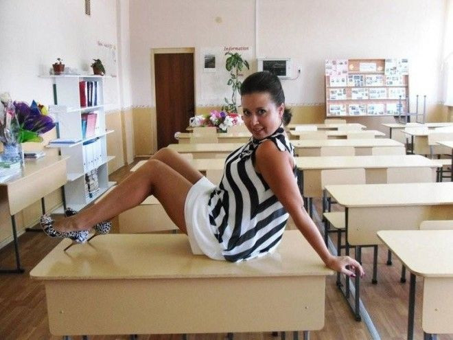 фото на уроке учительнице под юбкой