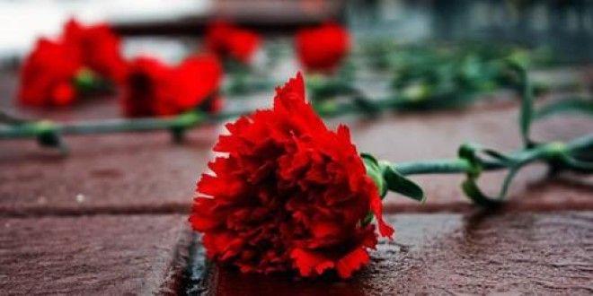 Почему на похороны четное число цветов