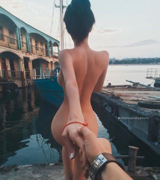 Фотограф поднял проект FollowMe на новый эротический уровень