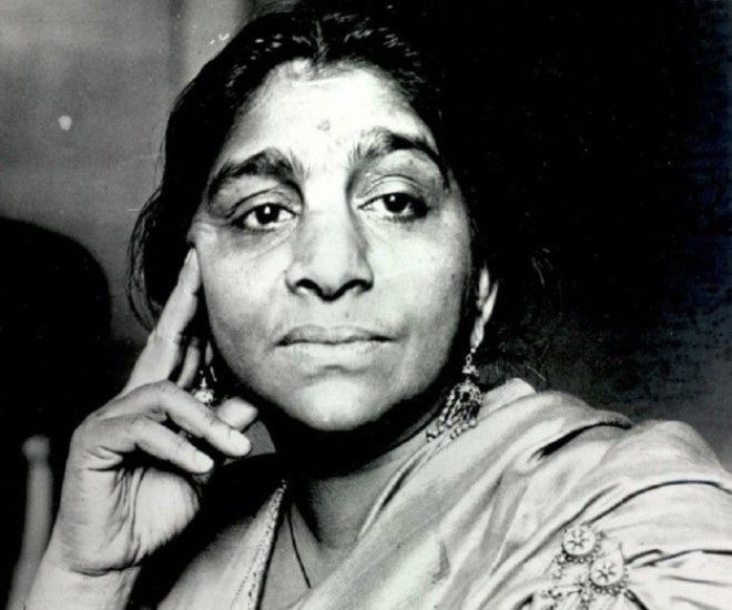Сароджини Найду первая женщинапрезидент Индийского национального конгресса и первая женщинагубернатор Соединенных провинций женщина индия история