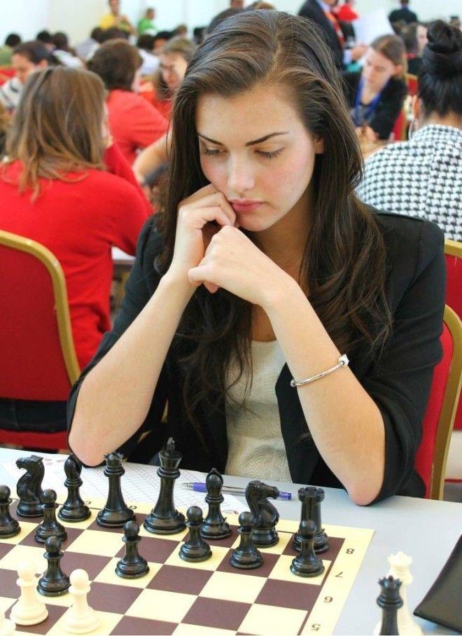 5 фото самой красивой шахматистки мира