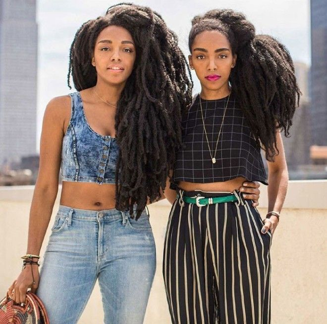 Сестрыблизняшки стали знаменитыми благодаря шикарным прическам
