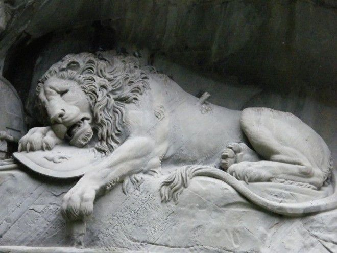 Умирающий лев Dying Lion of Lucerne Люцерн Швейцария Скульптуры интересное скалы