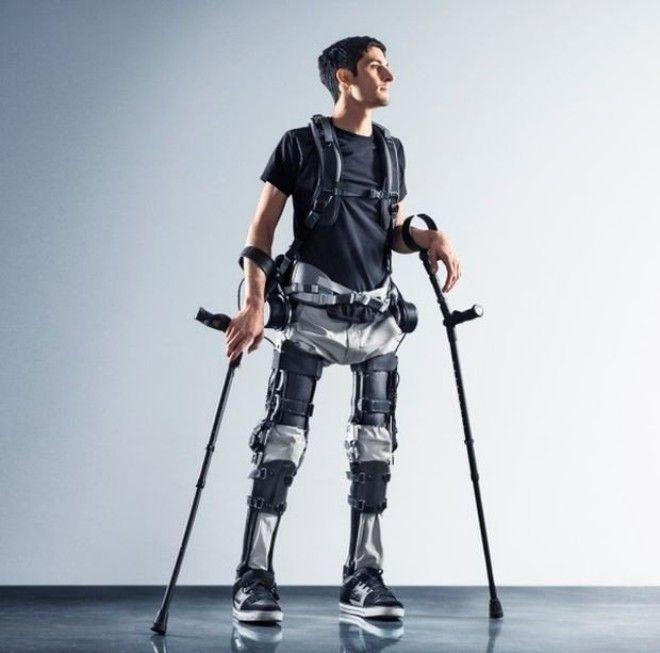 Американцы создали новый экзоскелет, позволяющий ходить людям с парализованными ногами