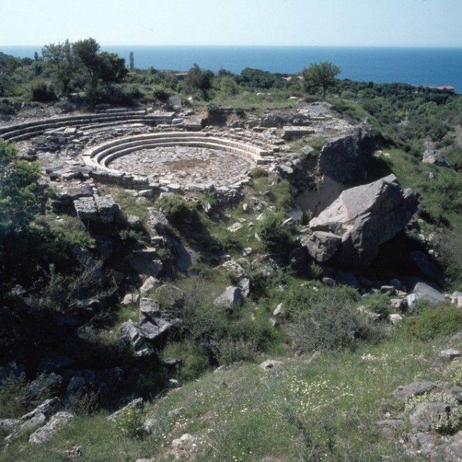 Самофракия В древности на острове совершались тайные ритуалы мистики Каверии