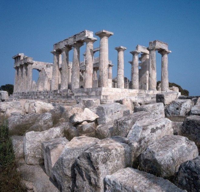 Один из красивейших храмов античной Греции
