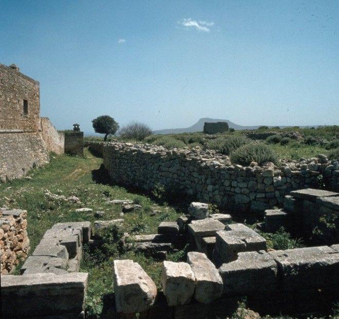 Развалины небольшого храма посвящённого богине Деметре на острове Крит