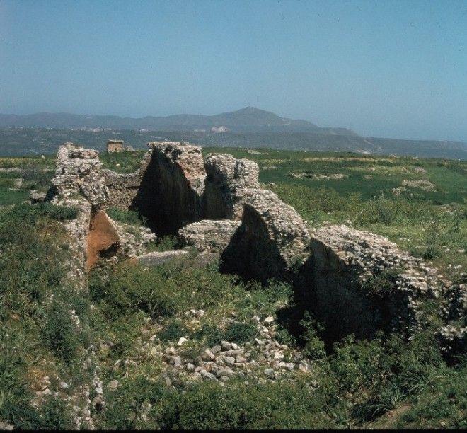 Возможно использовались как зернохранилища Аптера Крит