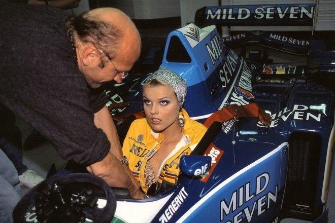Полуобнаженные красавицы Формулы 1 Фото 9