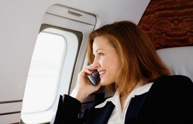 Преувеличенная опасность: использование телефона во время авиаполета.