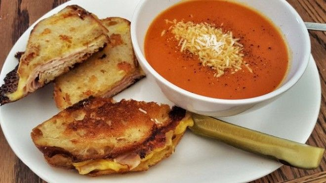Grilled cheese with tomato soup USA