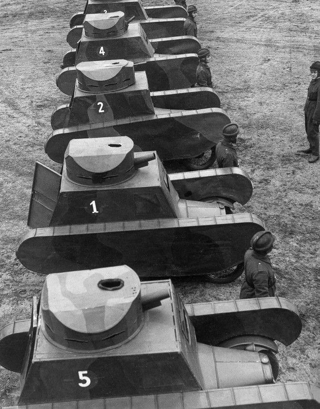 1932г Немцы проводят военные учения с муляжами танков