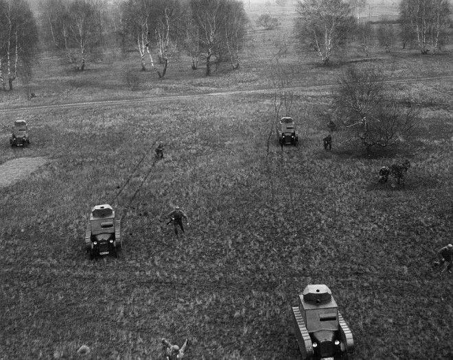 1932 Немцы проводят военные учения с фиктивными танками