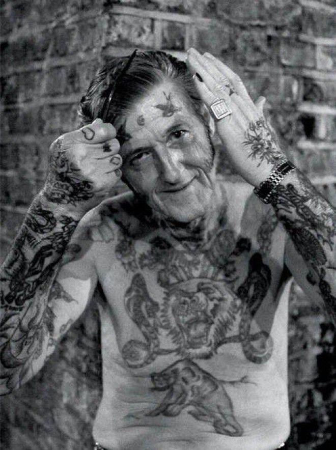 Хотите узнать как будут выглядеть ваши татуировки в старости