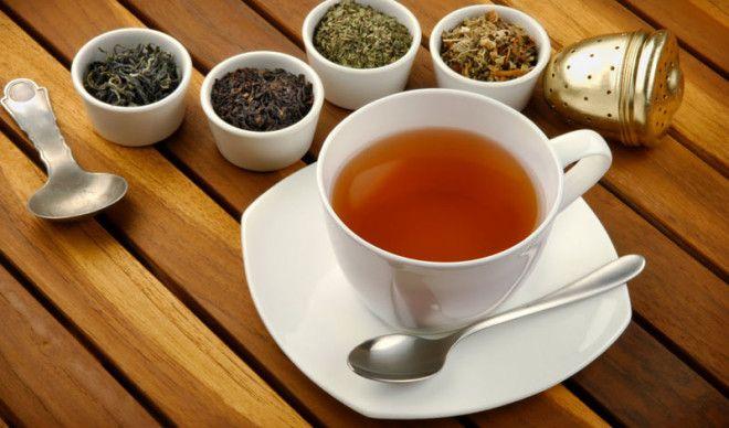 Чай Зеленый и белый чаи потенциально защищают человеческое тело от некоторых серьезных заболеваний Кроме того зеленый чай может понизить кровяное давление уровень холестерина и жира в организме Правда врачи рекомендуют чай не заваривать а жевать свежие листья либо добавлять их в смузи
