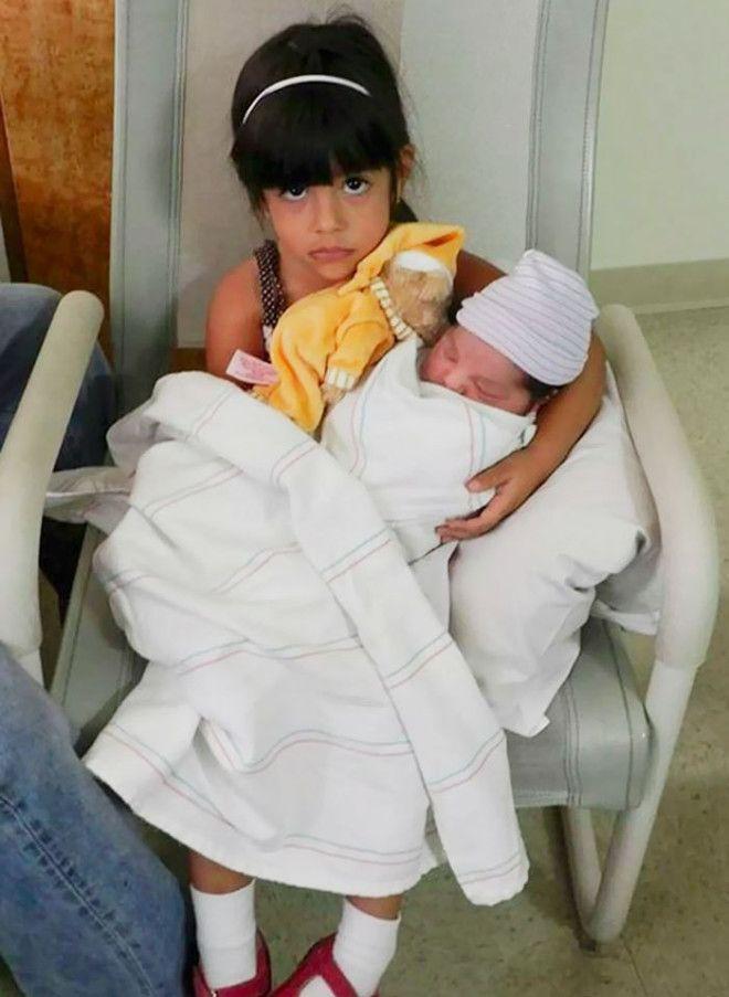 Дети которые явно не рады появлению еще одного ребенка в семье