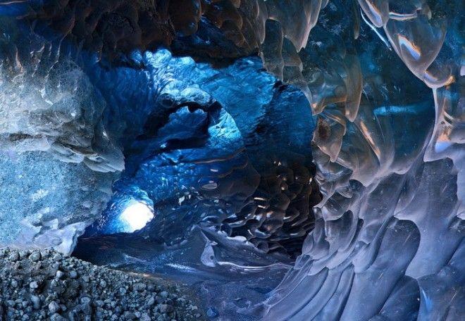 Опасная красота ледяных пещер Исландии