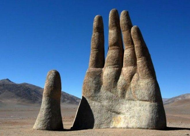 Скульптура Рука пустыни