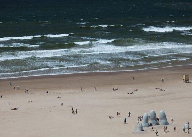 Памятник Утонувшему в Уругвае