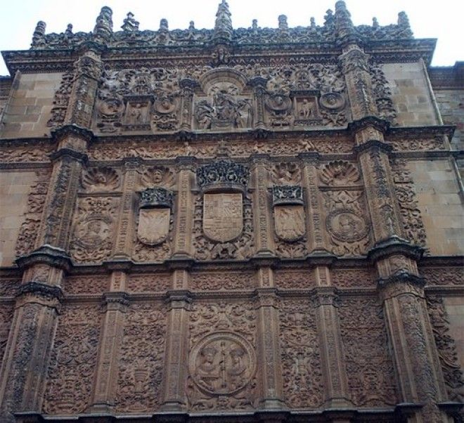 Средневековый кафедральный собор в древнем испанском городе Саламанке
