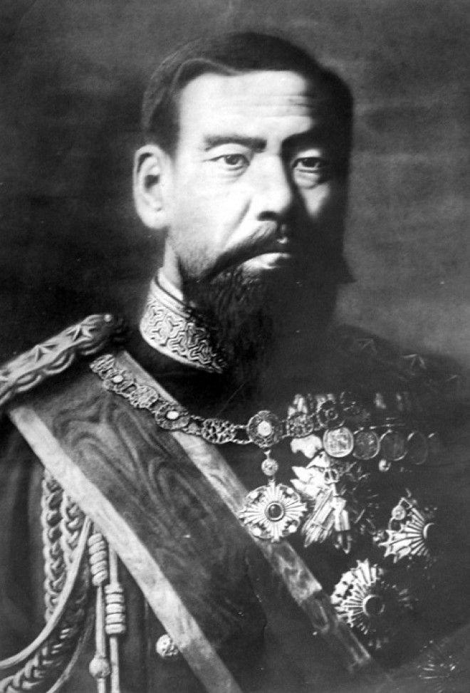 Японский император Мэйдзи в 1890 году Фото deacademicru