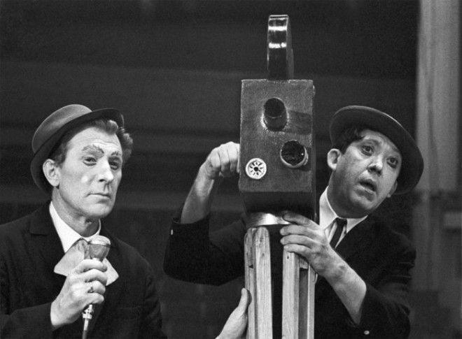 Клоуны Михаил Шуйдин и Юрий Никулин во время выступления в цирке на Цветном бульваре в 1970 году