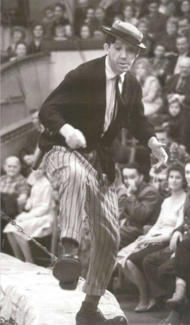 Клоун Юрий Никулин на арене цирка в 1961 году