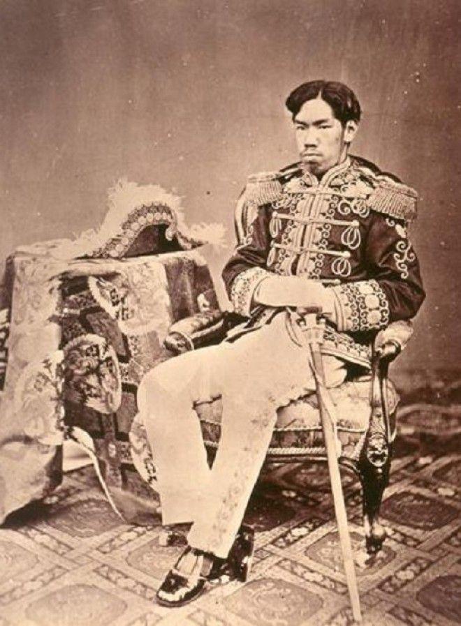 Молодой император Мэйдзи Фото ruwikipediaorg