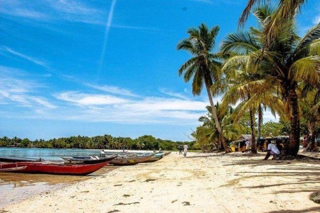 Тропический пляж острова НусиБураха Фото trinixyru