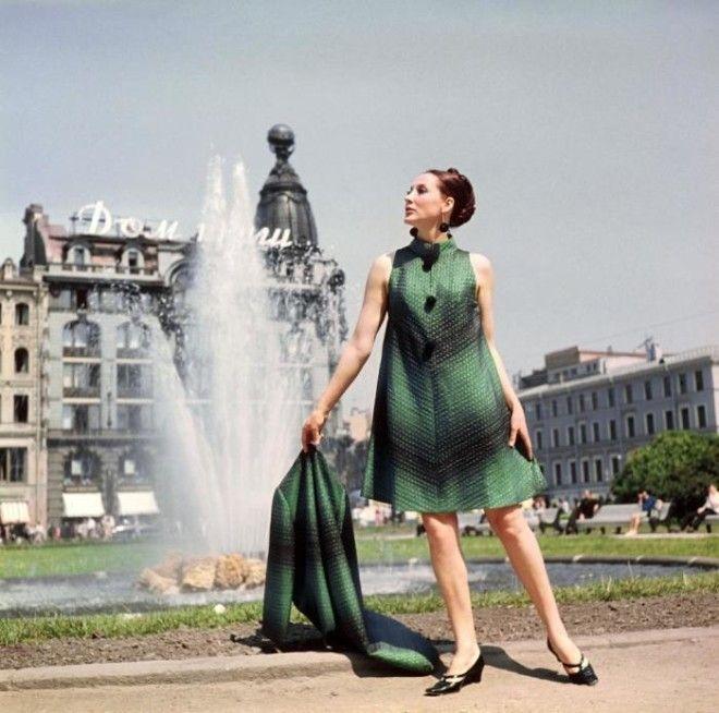 Показ пальто и элегантного вечернего платья СССР 1968 год