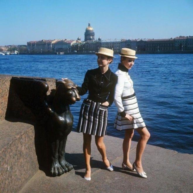 Показ молодежных комплектов со шляпойканотье СССР 1970 год