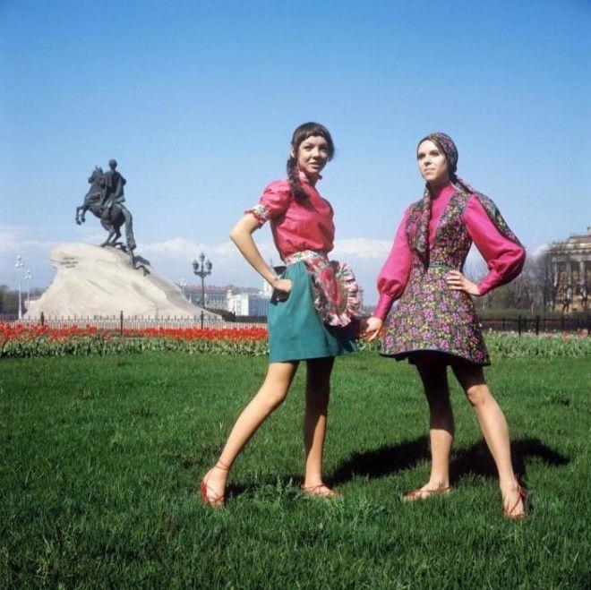 Показ сарафана в духе старинной одежды и летнего наряда для отдыха СССР 1970 год