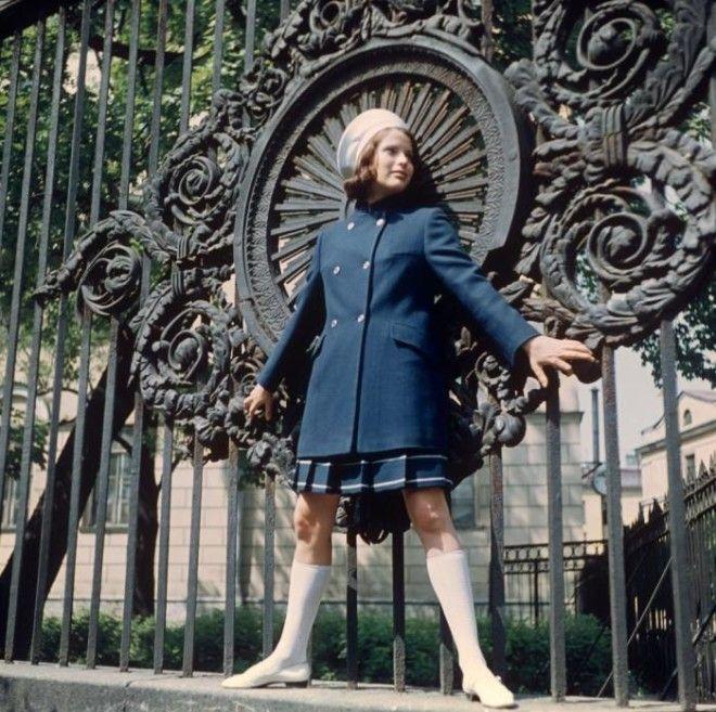 Демонстрация костюма из уплотненной ткани СССР 1968 год