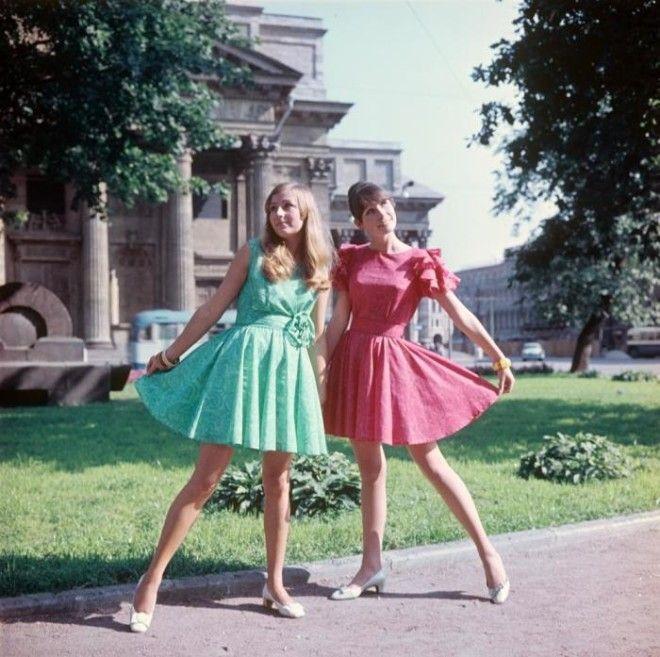 Показ молодежного платья из маркизета СССР 1969 год