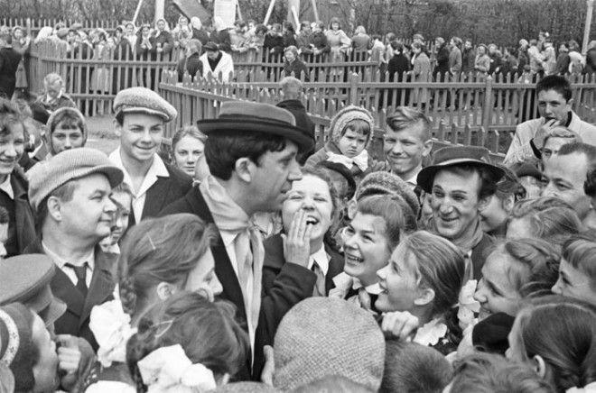Юрий Никулин и Михаил Шуйдин после представления в 1962 году