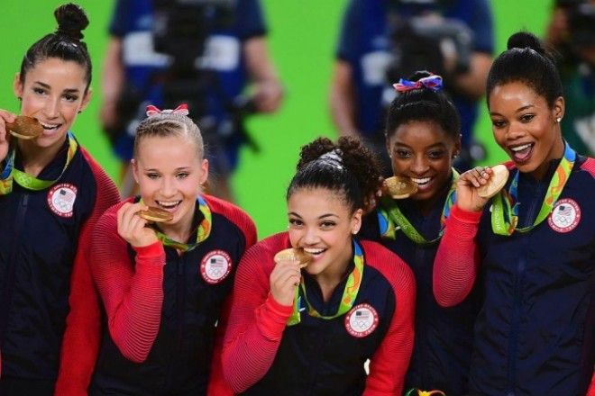 SА вы знаете почему олимпийские чемпионы кусают свои медали