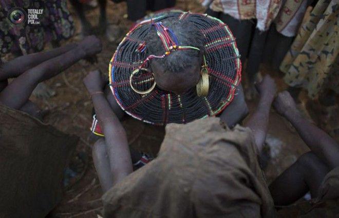 НА 2300Утюжка груди еще одна шокирующая традиция стран Африки
