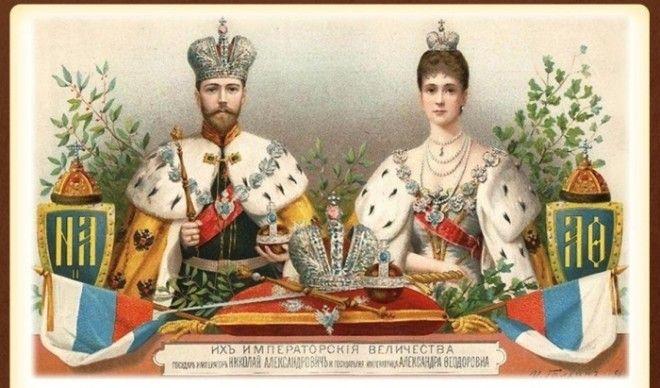 Николай II с супругой в императорских коронах