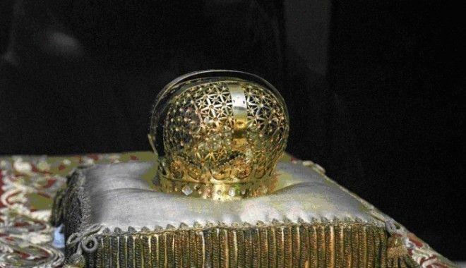 Первая российская корона