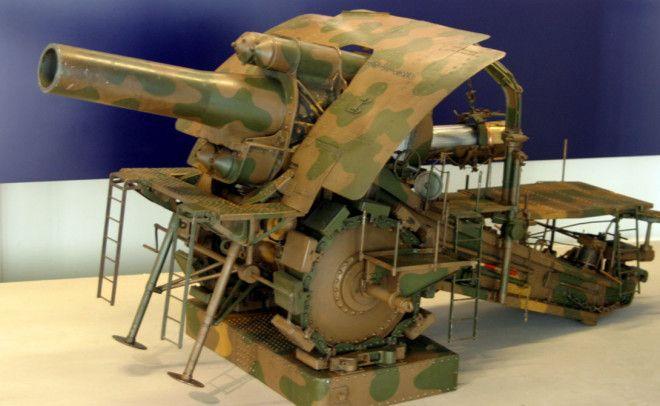 Большая Берта Завод Круппа поставлял немецким войскам большую часть инновационных орудий В ходе Первой мировой войны несколько пушек этого типа прекрасно себя показали на полях Франции и Бельгии Большая Берта чуть ли не единственный пример удачной конструкции колоссального орудия