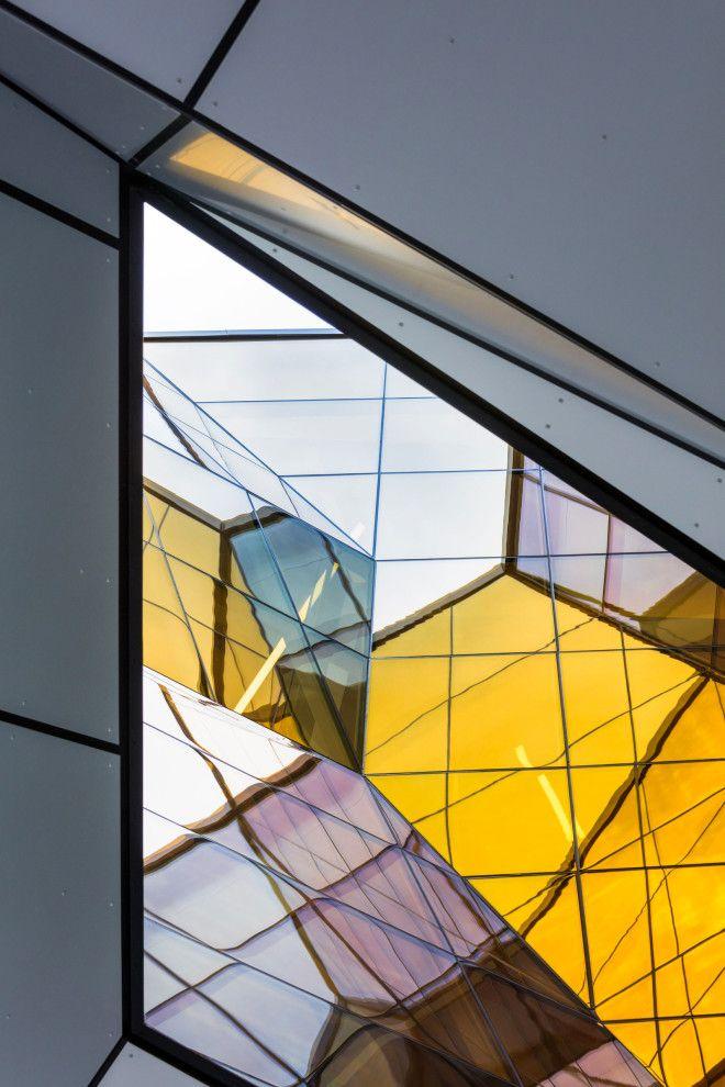 Необычные архитектура одного из зданий Колледжа Лангара в Ванкувере
