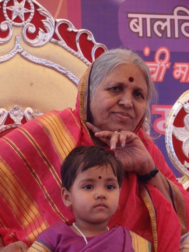 Индианка вырастила более 1400 детейсирот