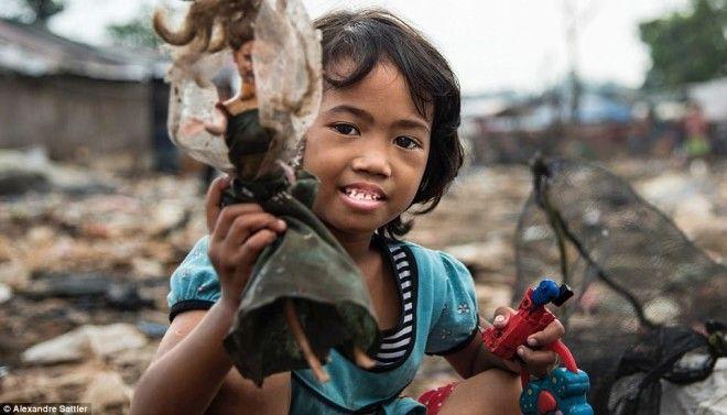 Гигантская свалка в Индонезии — дом нескольких тысяч семей
