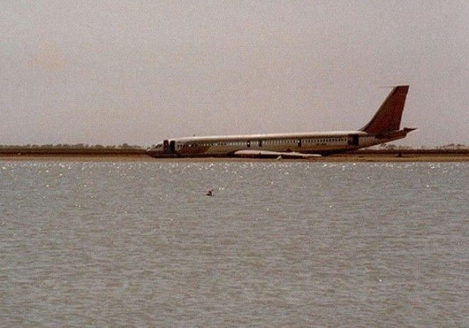 Самолёт Японских авиалиний упавший в Токийский залив