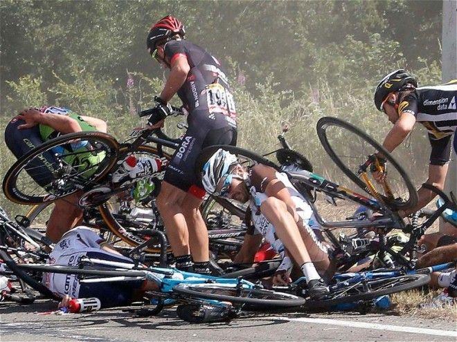 6 Массовый велозаезд Тур де Франс потерял равновесие знаменитости спорт спортсмены страшно фото