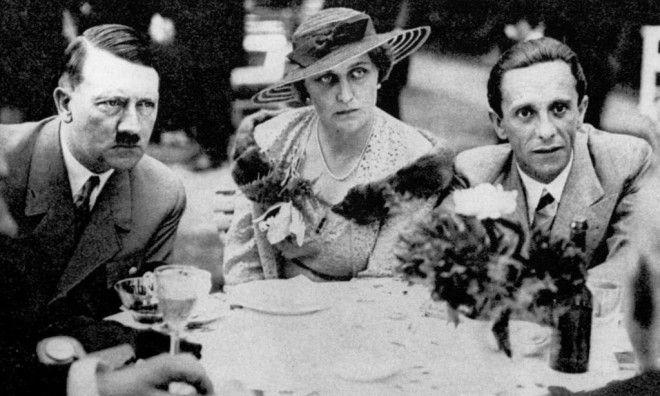 Они оба были очень милы ко мне Геббельс и его жена Магда с Гитлером