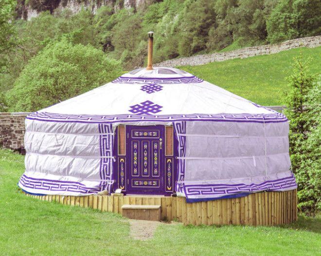 Монгольская юрта украшенная традиционными узорами Фото swaledaleyurtscom