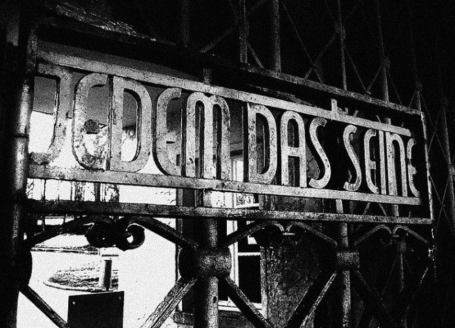 Jedem das Seine Каждому свое надпись на воротах при входе в Бухенвальд Фото imgfotkiyandexru